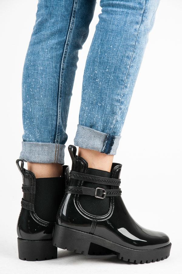 Ideal Shoes Černé holínky na platformě - 36