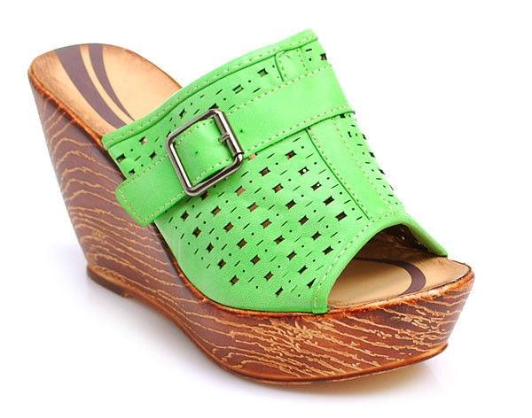 187afb0dfc3b Zelené dřeváky - DIVA STAR - Pantofle a žabky