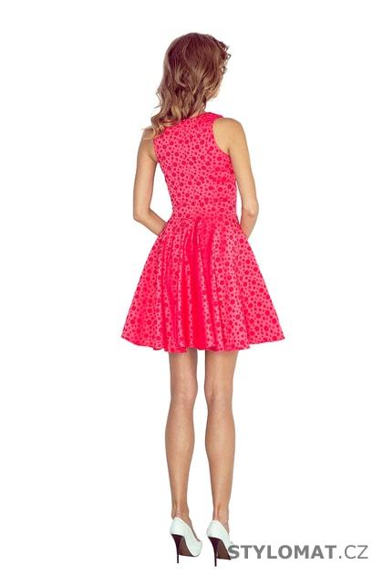 Krásné malinově růžové šaty s rovným výstřihem a vzorem puntíků - Numoco -  Krátké letní šaty 9a7dc38d7f