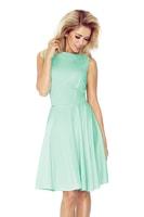 Šaty s kolovou sukní a lodičkovým výstřihem mátové