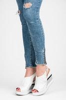 Pohodlné bílé dámské boty na klínu