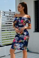 Modré šaty bez ramínek s květinovým vzorem