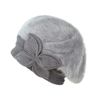 Angorský baret s ozdobou šedý