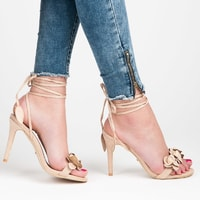 Vázané béžové sandály s kytičkami