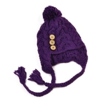 Čepice s copánky fialová