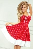 Červené šaty s bílými puntíky a kolovou sukní