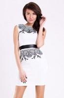 Bílé pouzdrové šaty s vyšíváním