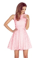 Šaty s kolovou sukní a lodičkovým výstřihem světle růžové