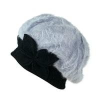 Angorský baret s ozdobou šedo-černý