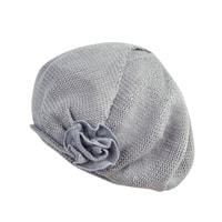 Pletený baret v módním stylu šedý
