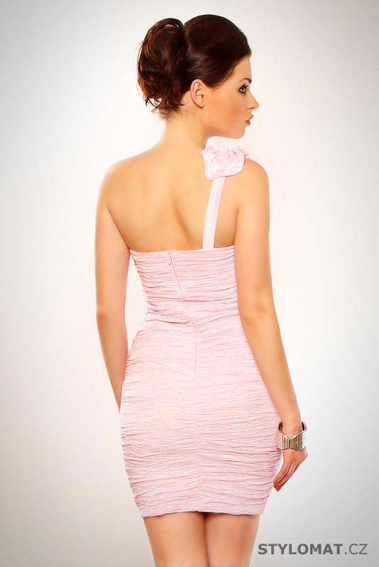 7ce7c0f049e ... Elegantní dámské světle růžové koktejlové šaty s ozdobným volánkem.  Previous  Next