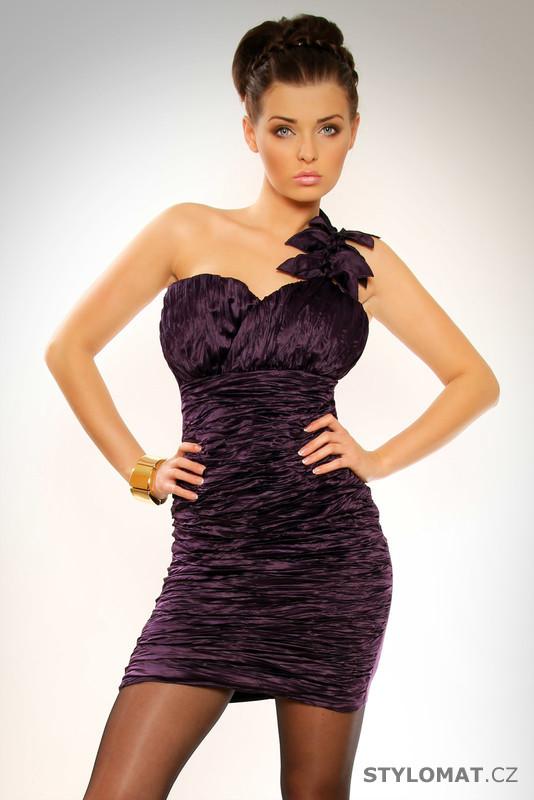 a3111b65854 Elegantní fialové skládané koktejlové šaty s asymetrickým ramínkem s  aplikací - Pink BOOm - Party a koktejlové šaty