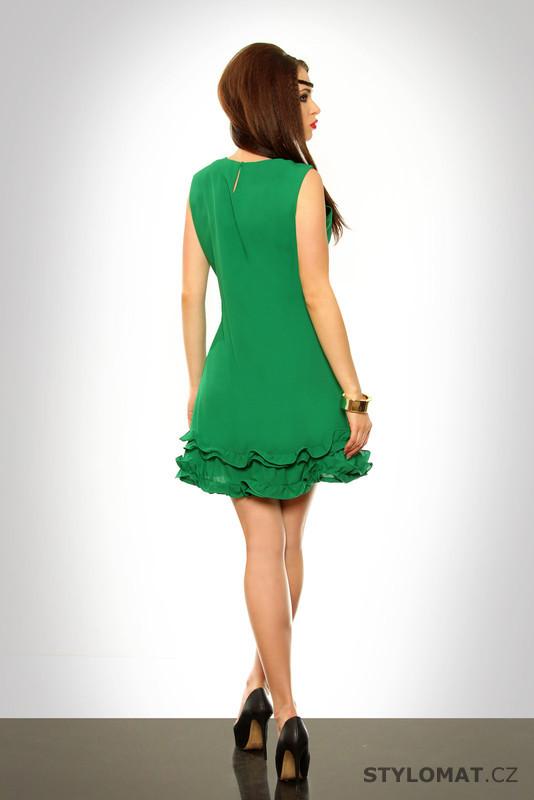 ... Krátké letní šaty    Dámské zelené šaty s volánky. Previous  Next 55f0964303