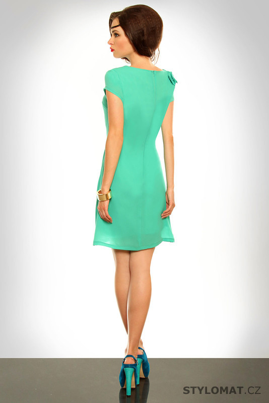 ... Krátké letní šaty    Dámské světle zelené šaty s volánkem. Previous   Next 4fb077c30b