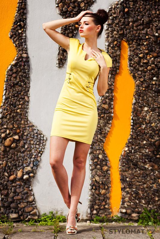 Dámské elegantní žluté šaty - Drole de Copine - Party a koktejlové šaty 259857b3c2