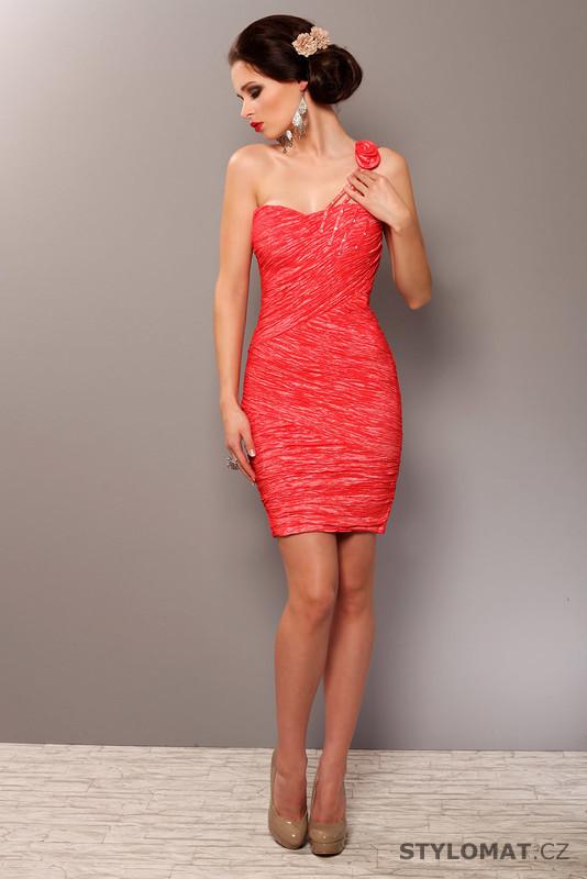 320f4a79c15 Červené koktejlové šaty - Pink BOOm - Party a koktejlové šaty