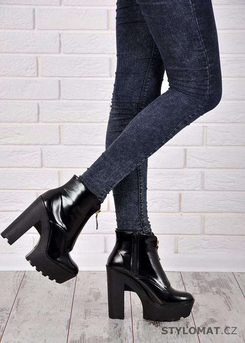 Černé boty na vysoké platformě - KOI - Kotníčkové boty f91464f29a