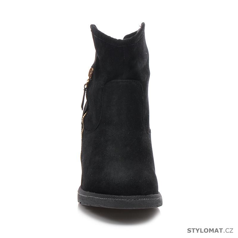 ... Kotníčkové boty    Černé boty se zlatou patou. Previous  Next dccc1c1334