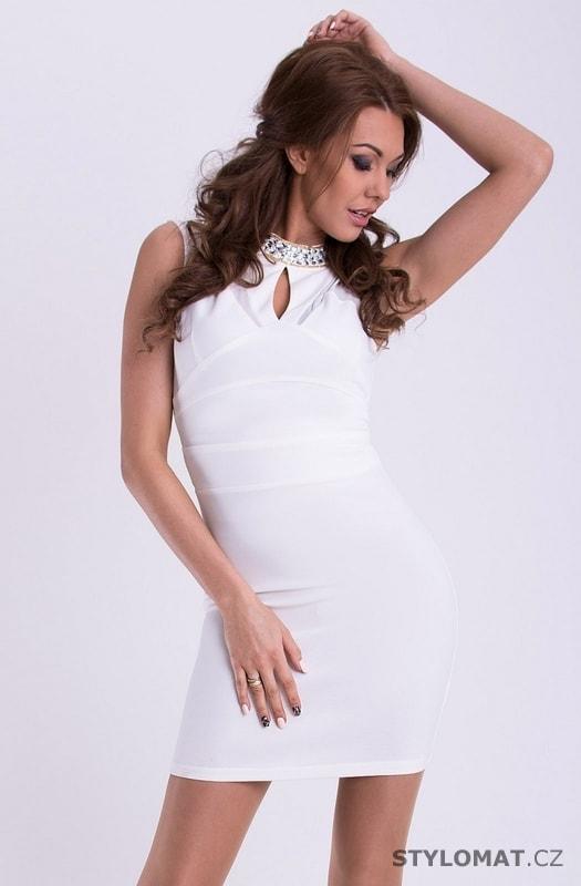 Bílé šaty u krku zdobené kamínky - YNS - Party a koktejlové šaty beaba4b598