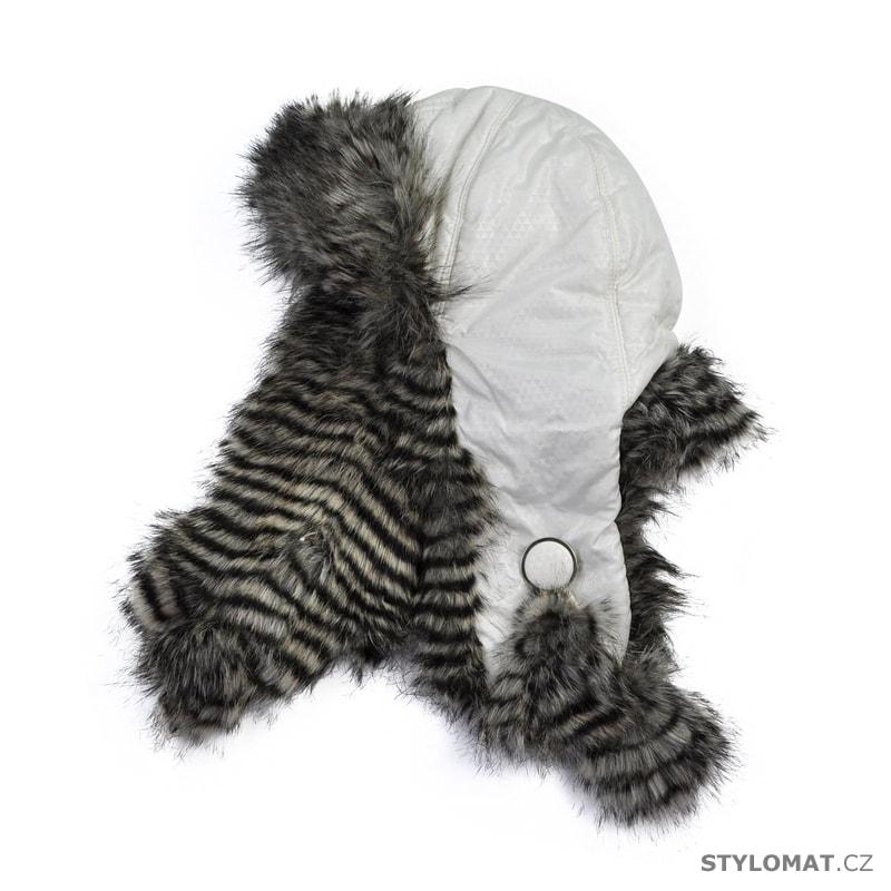 e817ed3ebdc Trendy bílá ušanka s kožíškem - Art of Polo - Zimní dámské ušanky