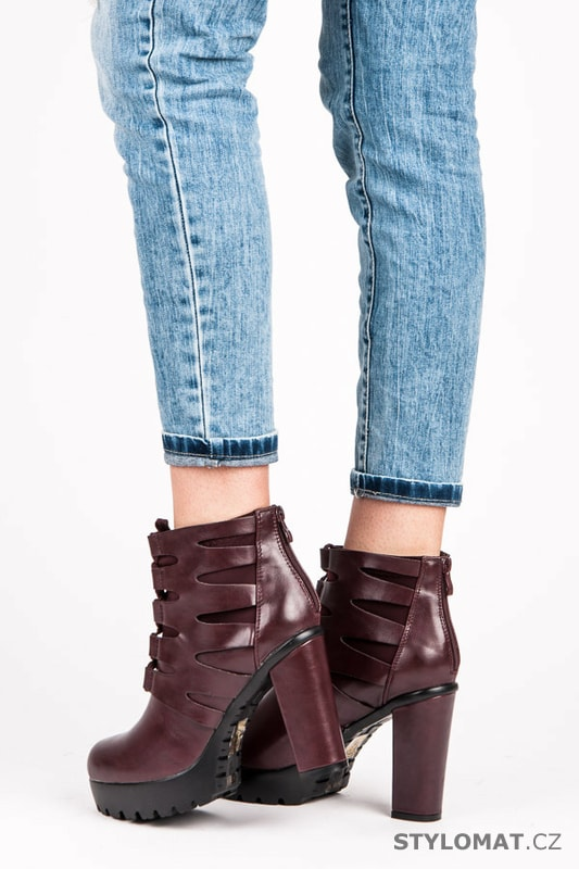 Vázané boty na platformě vínové - Via Giulia - Kotníčkové boty c05106438e