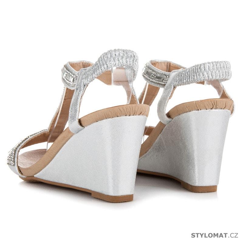 d34aee5fe79 ... Stříbrné sandály na klínu s kamínky. Previous  Next