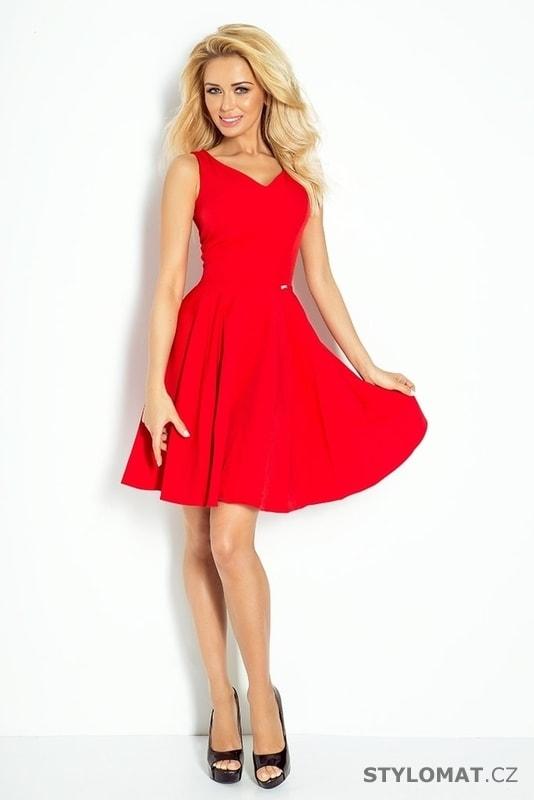 5423aba9cc7 ... Krátké společenské šaty    Červené letní romantické šaty. Previous  Next