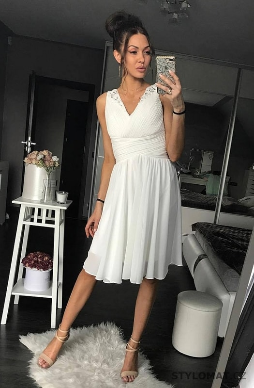 71c02ef3670 ... Krátké společenské šaty    Dámské bílé koktejlky. Previous  Next