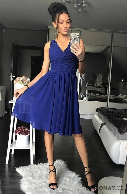 ... Krátké společenské šaty    Dámské královsky modré koktejlky. Previous   Next e4d616e30f