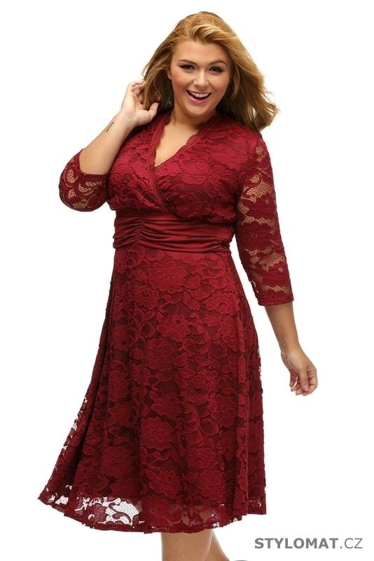 ... Krátké společenské šaty    Krajkové šaty pro plnoštíhlé. Previous  Next 4111d8efe7