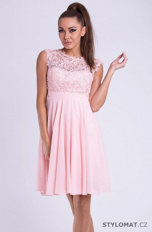 f31a6d550ee Krátké společenské šaty s krajkovým vrškem růžové - Emamoda - Krátké společenské  šaty