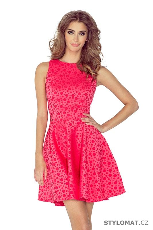 Krásné malinově růžové šaty s rovným výstřihem a vzorem puntíků - Numoco -  Krátké letní šaty 35fc5301c0