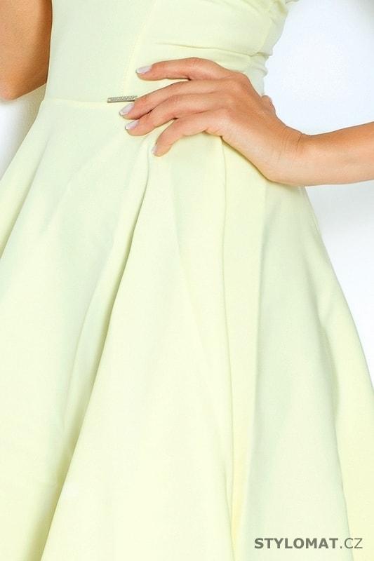 ... Krátké letní šaty    Světle žluté šaty s širokou sukní. Previous  Next 00841f33ac