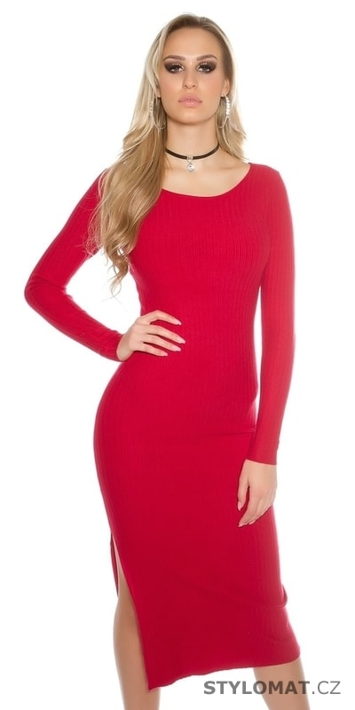 e52c947c829 Dlouhé červené úpletové šaty - Koucla - Úpletové šaty