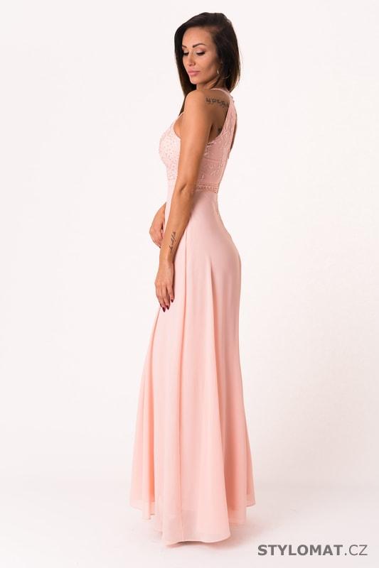 cc4cf88b95c ... Dlouhé společenské šaty    Růžové večerní šaty se zdobeným vrškem.  Previous  Next