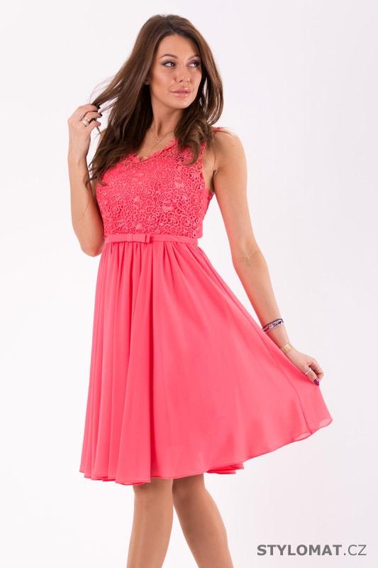 ... Krátké společenské šaty    Růžové šaty s krajkovým topem. Previous  Next 8b16a008cde
