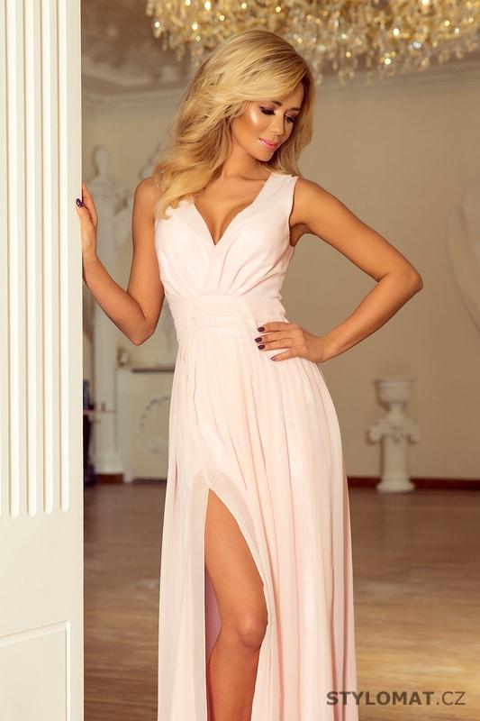 Maxi šifonové šaty s rozparkem pudrové - Numoco - Dlouhé ... d11b9a79d68