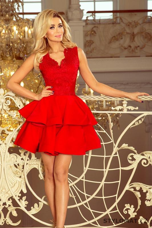 Exkluzivní šaty s krajkovým výstřihem červené - Numoco - Krátké společenské  šaty 8468d81bcd8