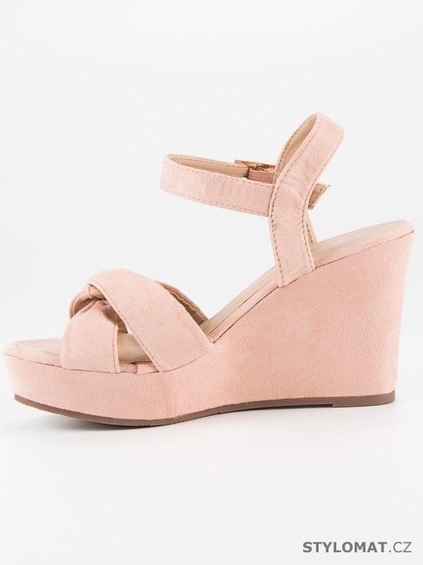 ... Sandále    Růžové sandály na klínu. Previous  Next 8e49572a5f