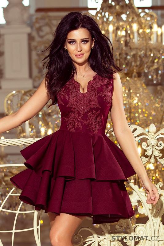 Exkluzivní šaty s krajkovým výstřihem bordó - Numoco - Krátké společenské  šaty 6d2ff507cde