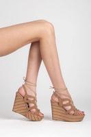Vázané sandály na pruhovaném klínu