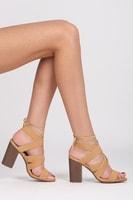 Vázané béžové sandály na sloupkovém podpatku