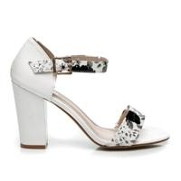 Elegantní bílé sandály květinové