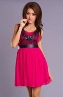 Fuchsiové šaty s krajkou