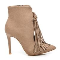 Módní béžové boty s třásněmi