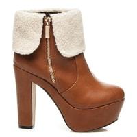 Kotníkové hnědé boty na podpatku lemované kožíškem