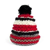 Červeno-bílá pruhovaná zimní čepice