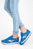 Sportovní obuv se síťovinou