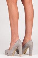 Šedé semišové boty na sloupkovém podpatku