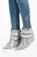 Módní sneakery na suchý zip šedé